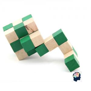 Casse-tete cube en bois en forme de adulte